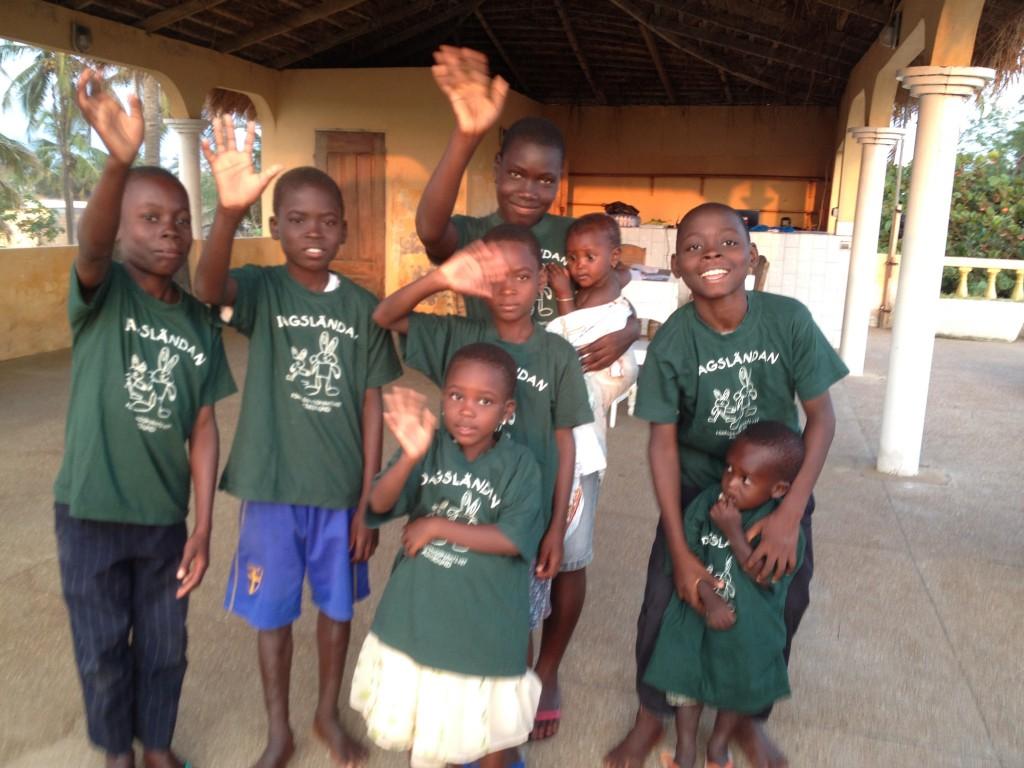 Barn som vill gå i skolan Aného