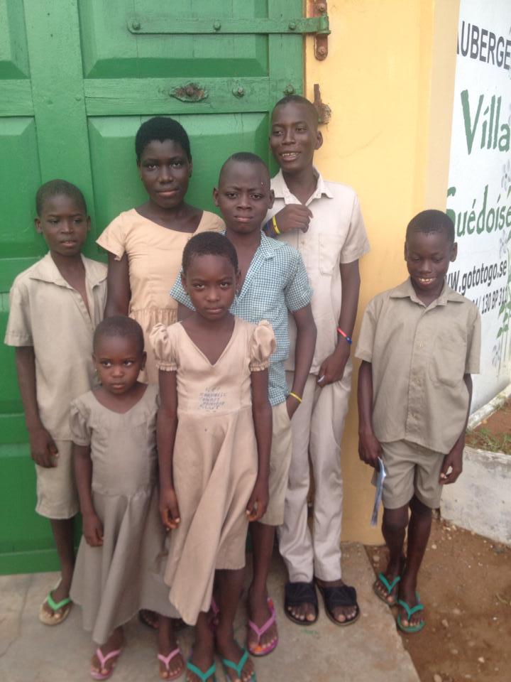 Barnen på väg till skolan.